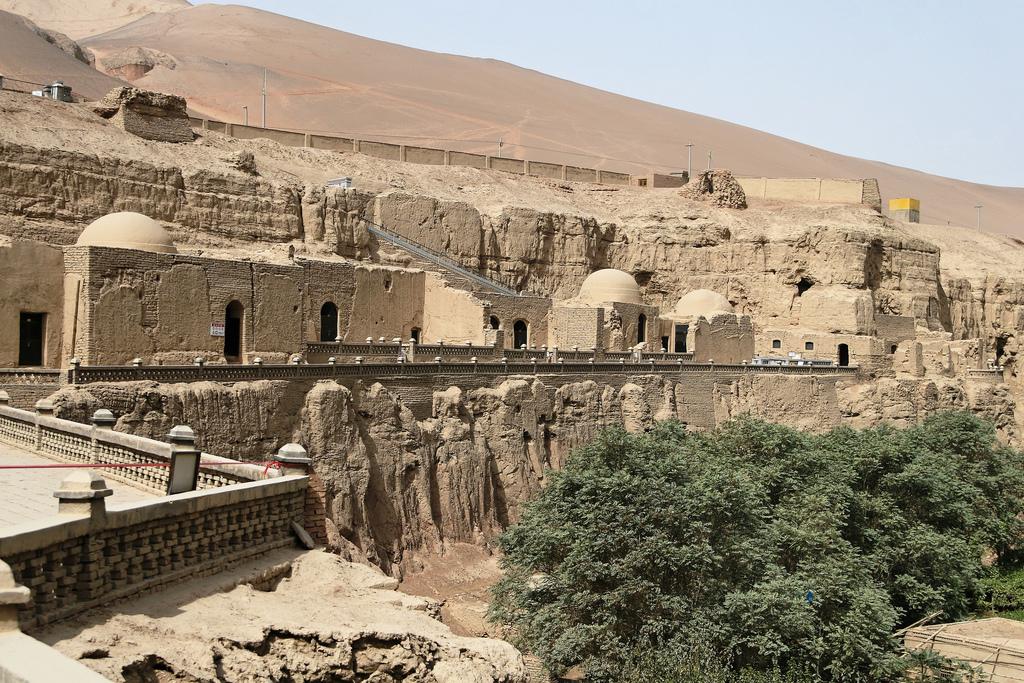 Grutas de Dunhuang - Pasajes ocultos, textos secretos y ladrones de oro 1