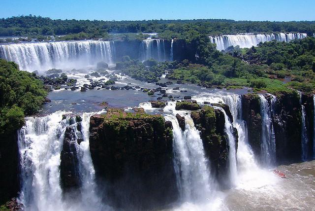 Cataratas del Iguazú – Gran extensión de agua de las Fronteras