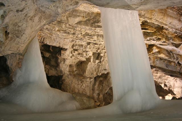 Cuevas de hielo, Demanova