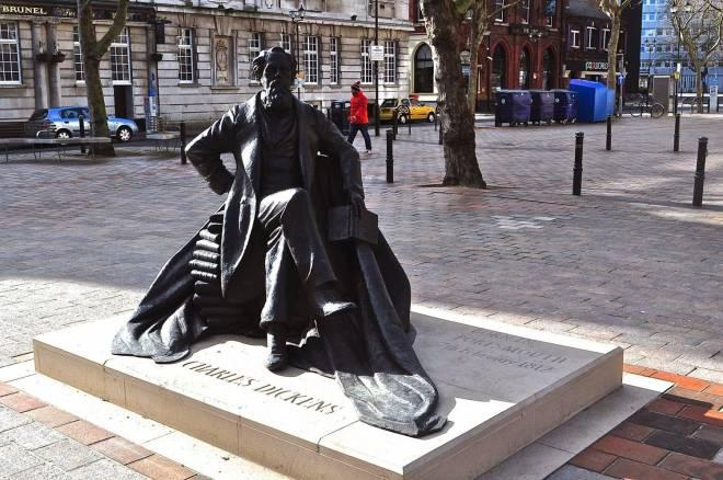 Estatua de Charles Dickens inaugurada pese a la prohibición del autor