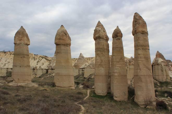 Love Valley cerca de la ciudad de Göreme en Turquía – ¡Ver para Creer!