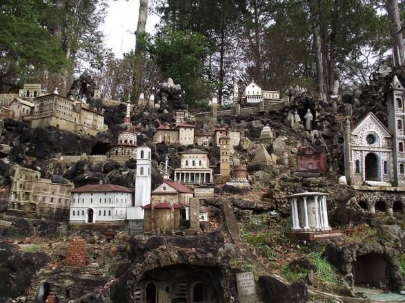 Ave Maria Grotto: Colección única de réplicas en miniatura