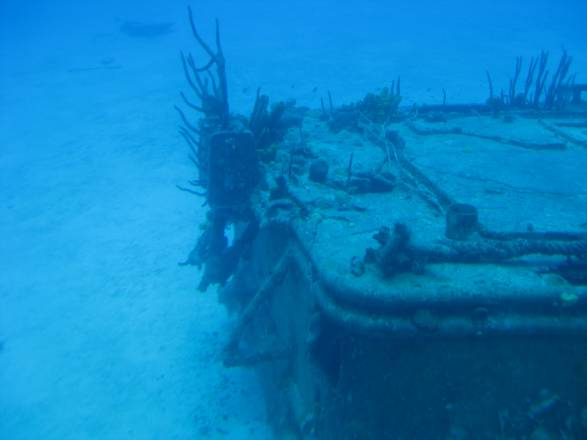 A wreck as seen from sub - Los naufragios de las Islas Caimán