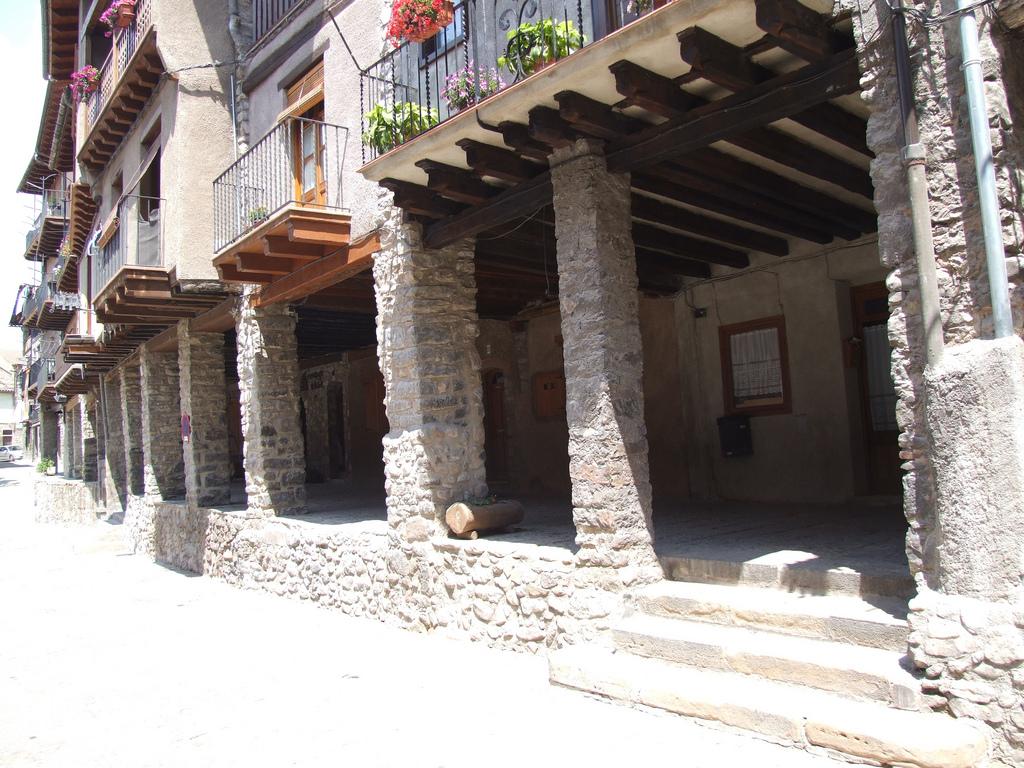 16 Pueblos De Cataluña Atrapados En La Edad Media