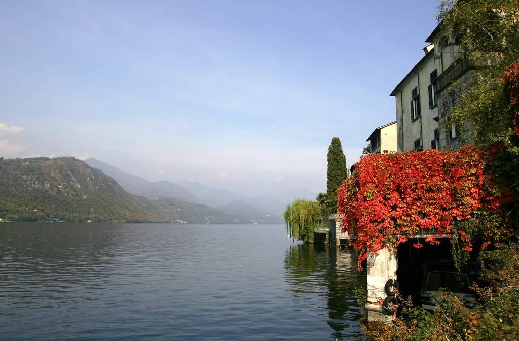 Isola San Giulio Houses
