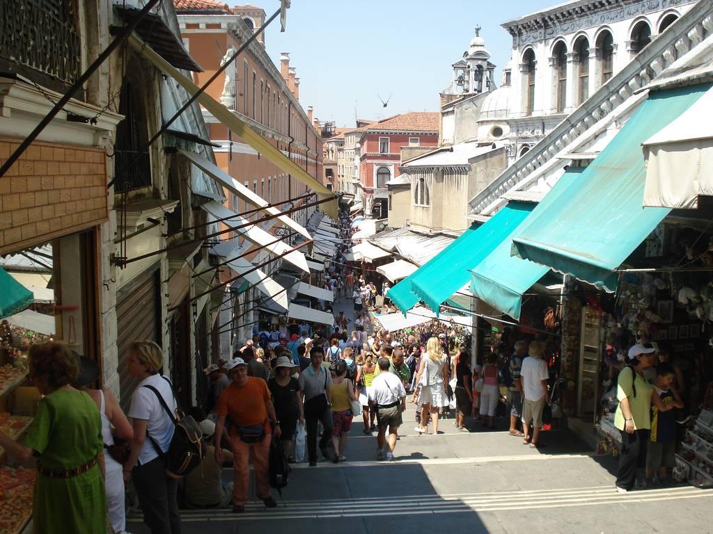 Calles con tiendas de Venecia