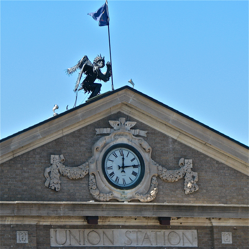 Union Station (1915) - gargoyle & pediment detail