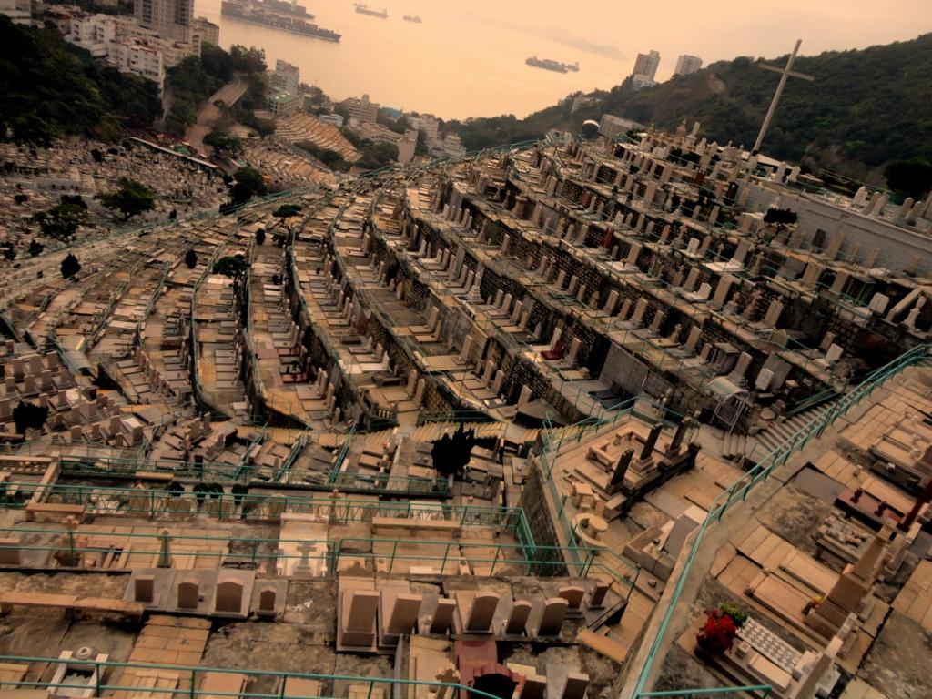 El adosado cementerio de Pok Fu Lam en Hong Kong