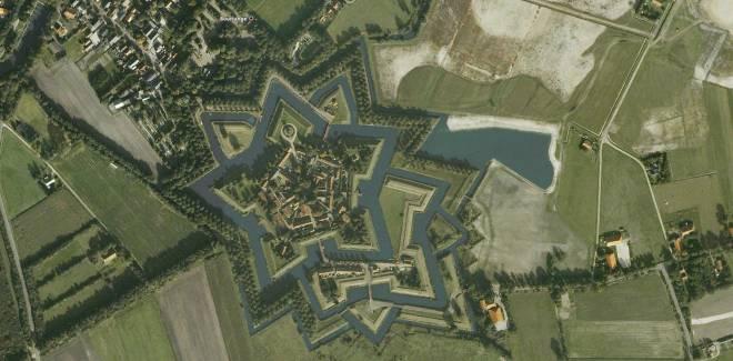 Fuerte Bourtange una fortaleza con forma de estrella en Holanda