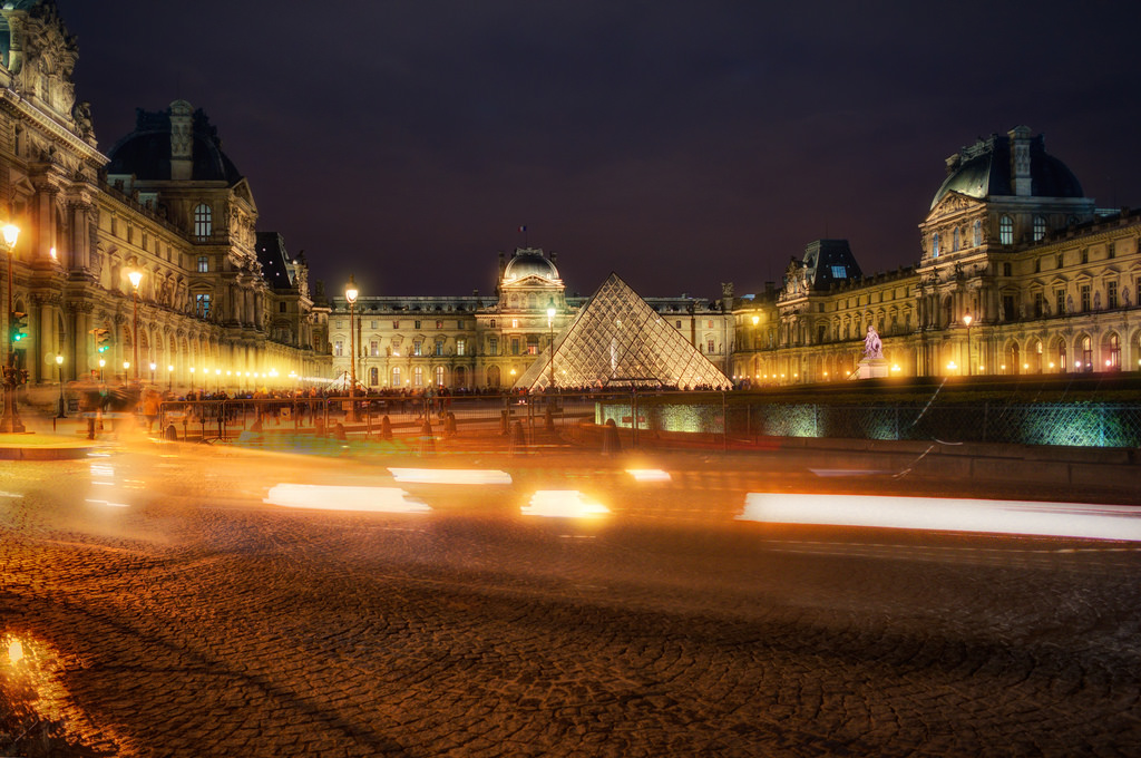 Passing Louvre