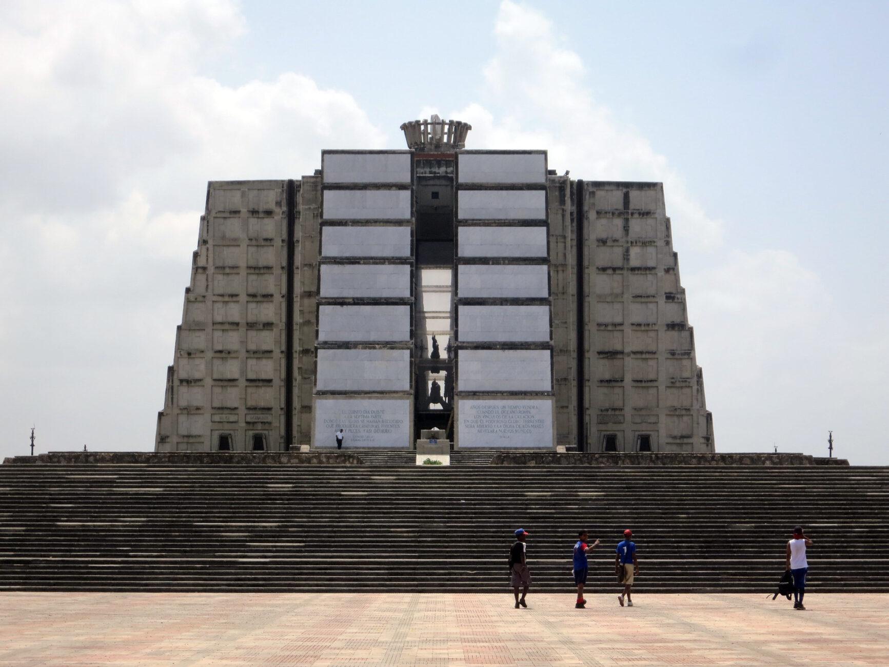 Faro a Colón en la República Dominicana 4
