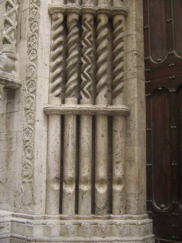 Pilares musicales de la Basílica de San Francisco, Ascoli Piceno, Italia