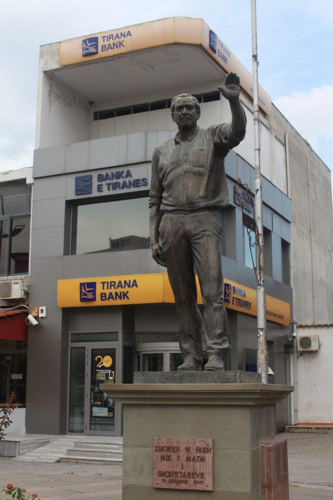 Estatua de George Bush en Fushë Kruje, Albania 1