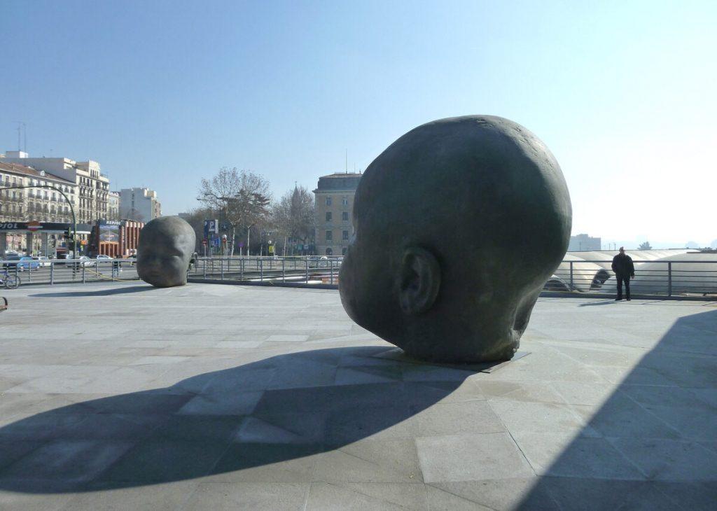 """Estatuas """"Día y Noche"""", Madrid, España 1"""