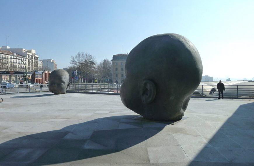 """Estatuas """"Día y Noche"""", Madrid, España"""